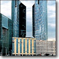 Hotel renaissance paris la defense paris france for 60 jardin de valmy paris